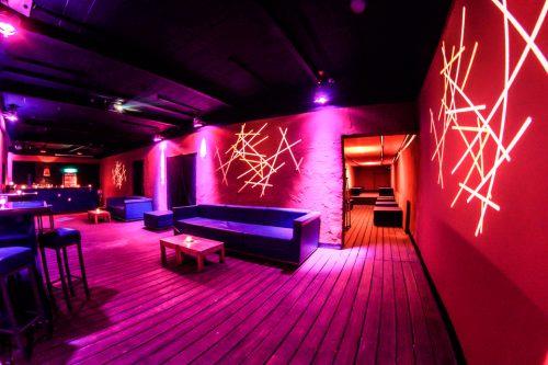 g nstiger partyraum f r 18 geburtstage mit tanzfl che und bar in berlin friedrichshain. Black Bedroom Furniture Sets. Home Design Ideas