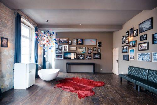 Bilderzimmer mit Badewanne mieten