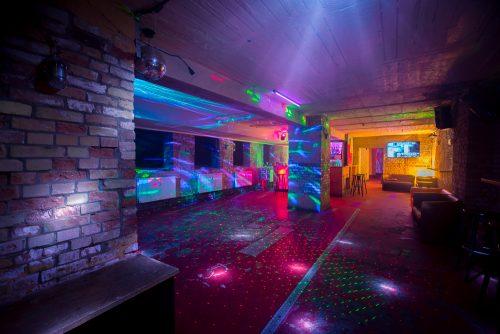 Mietfreier Partyraum in Charlottenburg mit Tanzfläche zum Mieten zum Geburtstag oder Firmenfeier