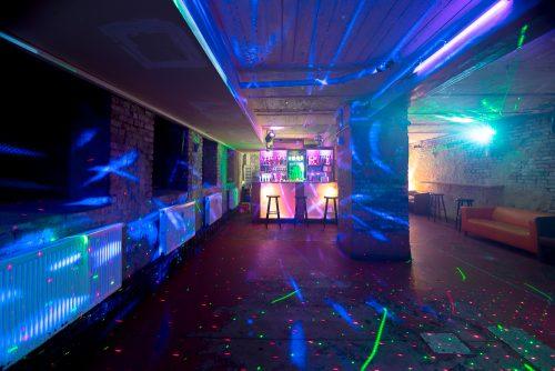 Partykeller in Charlottenburg mit Tanzfläche zum Mieten zum Geburtstag oder Firmenfeier